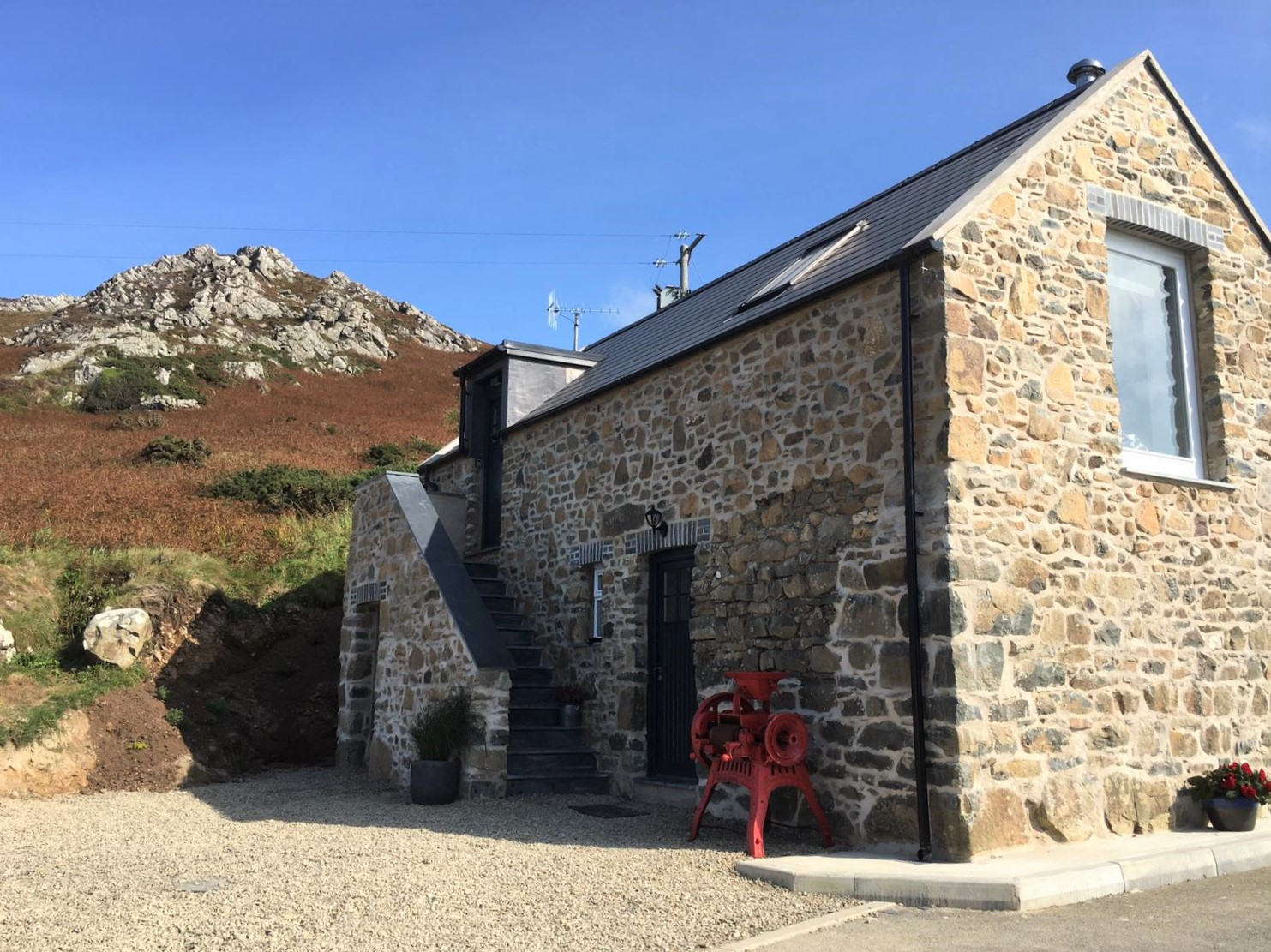 Beautiful converted barn in the Pembrokeshire Coast National Park. Stunning views and surroundings make this a spectacular location to enjoy the unspoilt West Wales coastline.